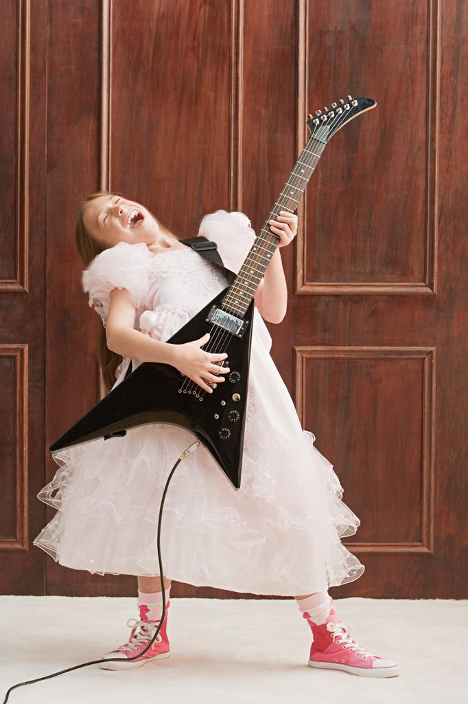 MMTV Presents ShaQuene Live - Minors & Guitars