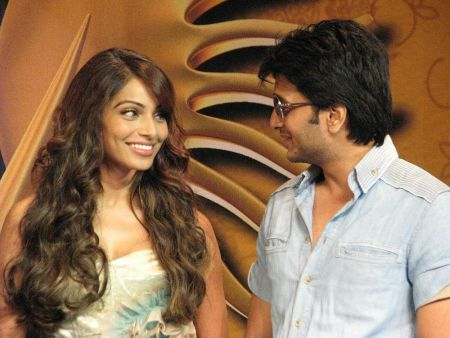 Bipasha Basu and Ritesh Deshmukh at the IIFA Press Conference in Toronto